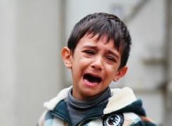 Mi hijo se tragó una moneda ¿qué debo de hacer?